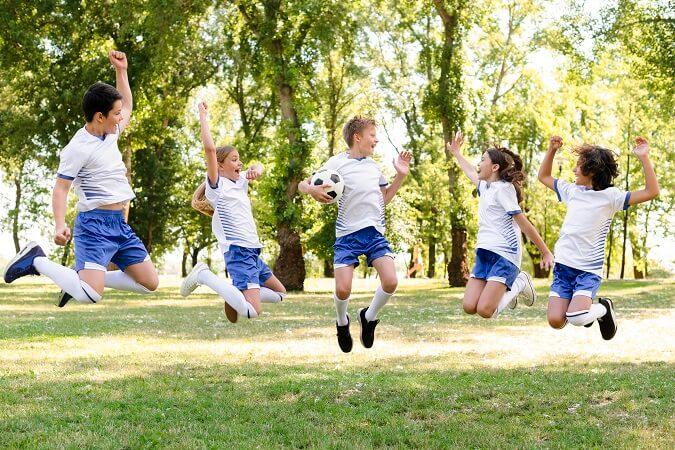 Organizamos actividades deportivas y culturales para colegios y centros deportivos.